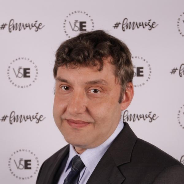 Zbyněk Dubský: Vnější dimenze energetické bezpečnosti Evropské unie v oblasti zemního plynu – přístup k diverzifikaci dodavatelů